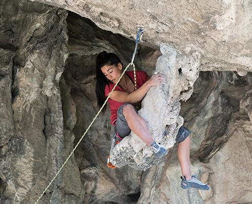Climbing picture of MAXIM athlete Maria Fernanda Rodriguez Galvan